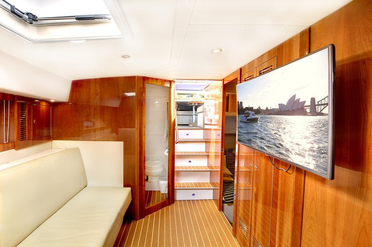 This 55.0' Riviera cand take up to 22 passengers around Sydney