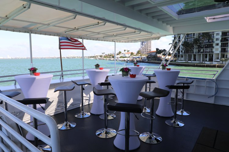 This 100.0' Skipperliner cand take up to 120 passengers around Miami