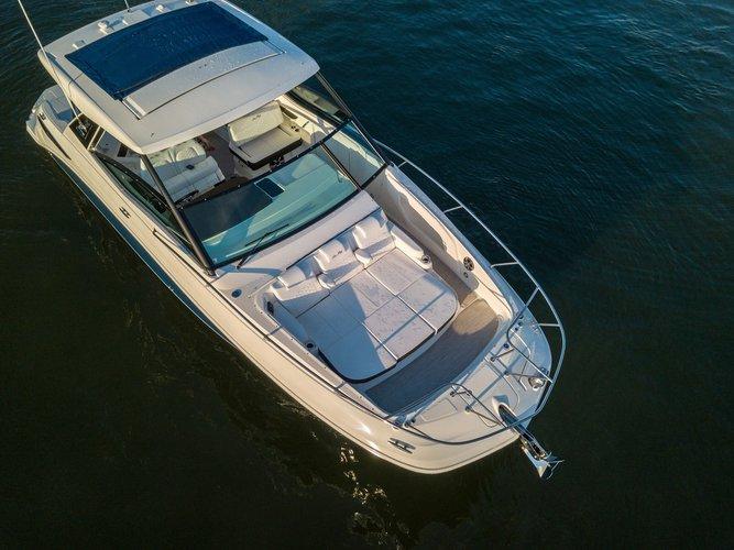 Sundancer's 32.0 feet in Sag Harbor