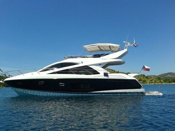 Enjoy luxury and comfort on this Queenstown motor boat rental