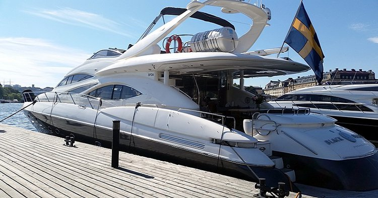 This 84.0' Sunseeker cand take up to 48 passengers around Stockholm