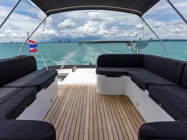 Discover Pattaya surroundings on this Custom Tarquin boat