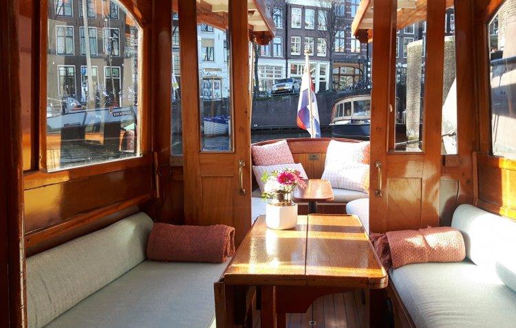 This 111.0' Custom cand take up to 12 passengers around Amsterdam