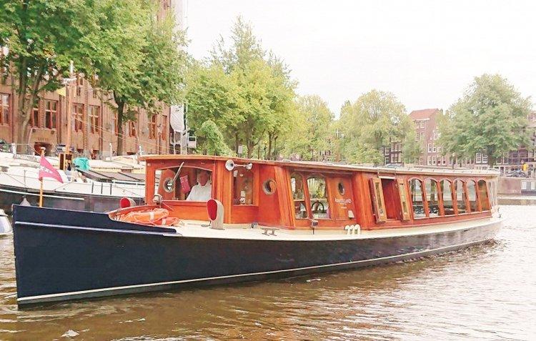 This 111.0' Custom cand take up to 50 passengers around Amsterdam