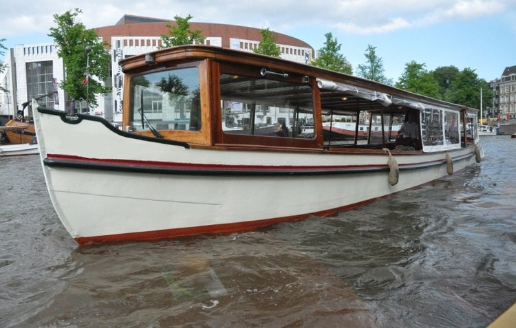 Climb aboard this electric boat for a great experience!