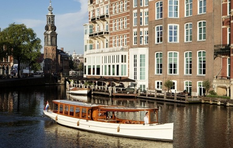 Experience Amsterdam on board this elegant electric boat