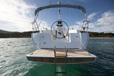 Discover Phuket surroundings on this Custom Bavaria boat
