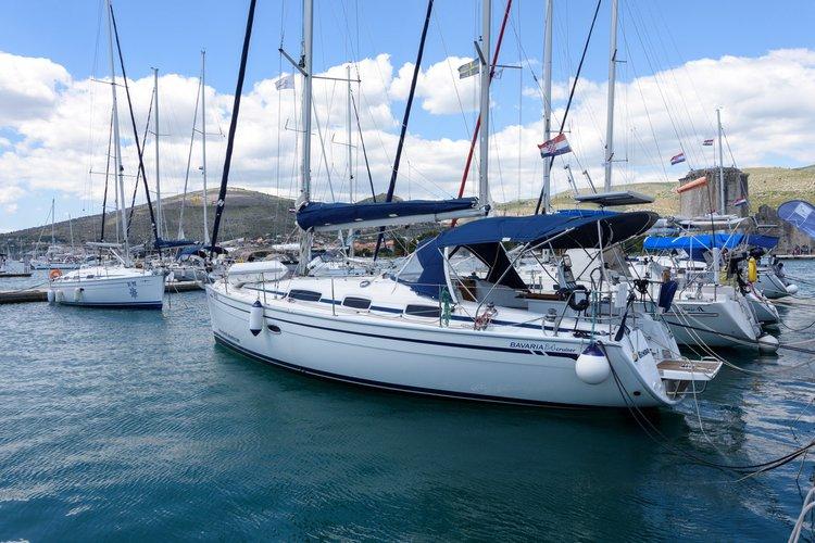 This 34.0' Bavaria Yachtbau cand take up to 6 passengers around Split region