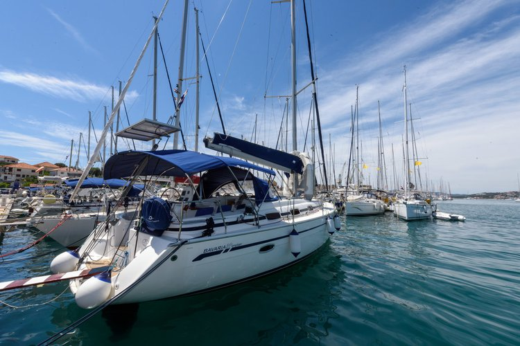 This 39.0' Bavaria Yachtbau cand take up to 6 passengers around Split region