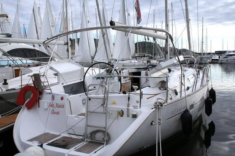 Discover Šibenik region surroundings on this Oceanis Clipper 411 Bénéteau boat