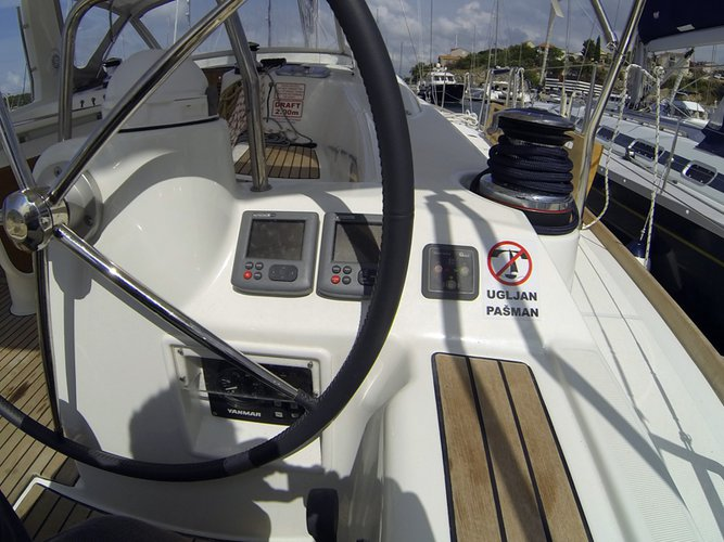 Discover Šibenik region surroundings on this Oceanis 50 Bénéteau boat