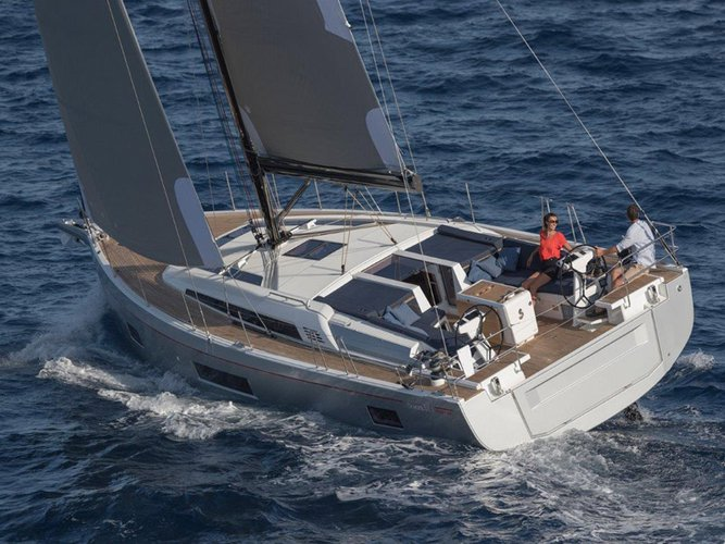 The perfect boat charter to enjoy VG in style