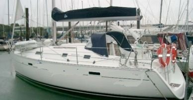 Enjoy luxury and comfort on this Auckland sail boat rental