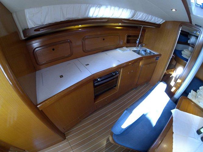 This 43.0' Cantiere Del Pardo (Grand Soleil) cand take up to 8 passengers around Šibenik region