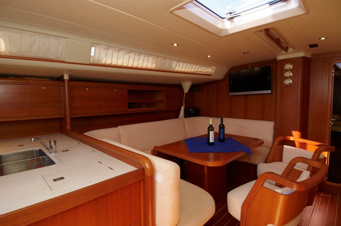 This 55.0' Cantiere Del Pardo (Grand Soleil) cand take up to 8 passengers around Šibenik region