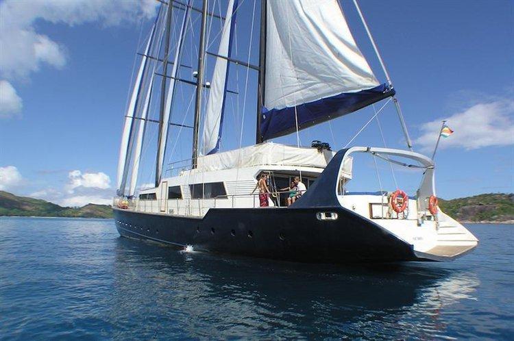 Discover Victoria surroundings on this Custom Custom boat