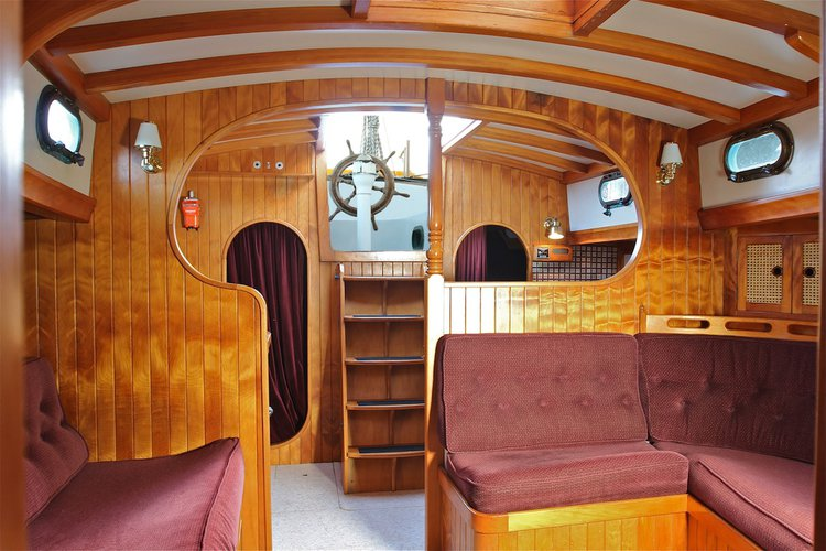 Discover Russell surroundings on this Custom Custom boat