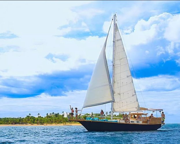 Sail the fascinating Fiji on a superb sail boat for rent