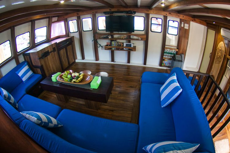 Gulet boat for rent in Padang
