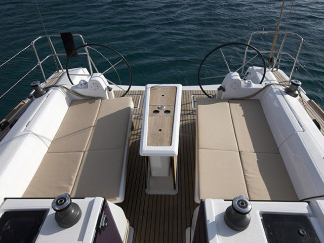 This 41.0' Dufour cand take up to 6 passengers around Auckland