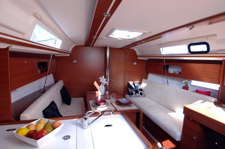 This 33.0' Dufour Yachts cand take up to 6 passengers around Šibenik region