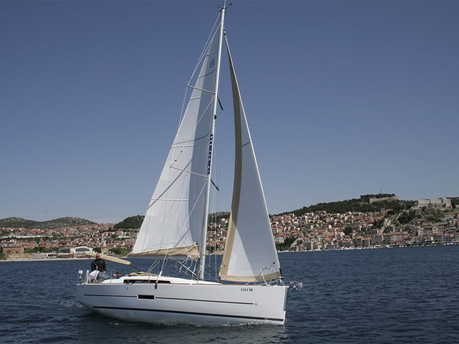 This 33.0' Dufour Yachts cand take up to 8 passengers around Šibenik region