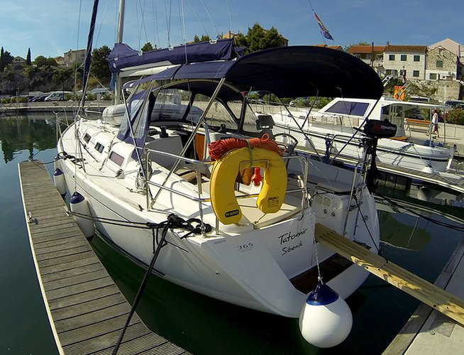 This 35.0' Dufour Yachts cand take up to 8 passengers around Šibenik region