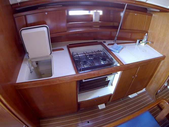 This 38.0' Dufour Yachts cand take up to 8 passengers around Šibenik region