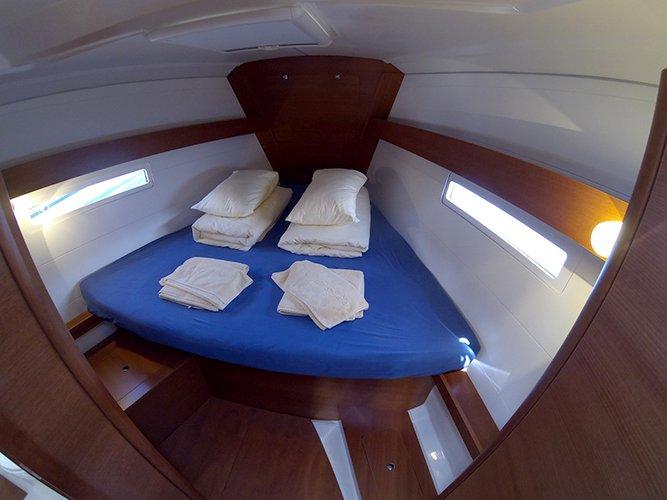 This 41.0' Dufour Yachts cand take up to 8 passengers around Šibenik region