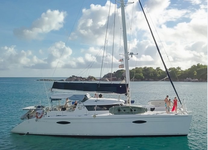 60.0 feet Fountaine Pajot in great shape