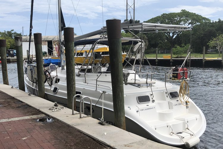 Discover Port Washington surroundings on this Passsge 450 Hunter Marine boat