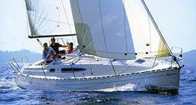 Sail the beautiful waters of Izola on this cozy Jeanneau sun odyssey 29.2