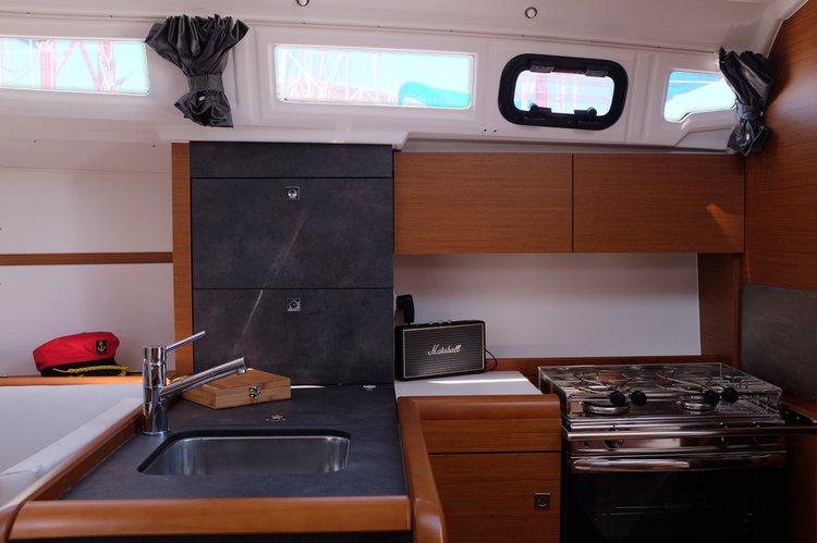 Boat for rent Jeanneau 349.0 feet in Doca de Santo Amaro, Portugal