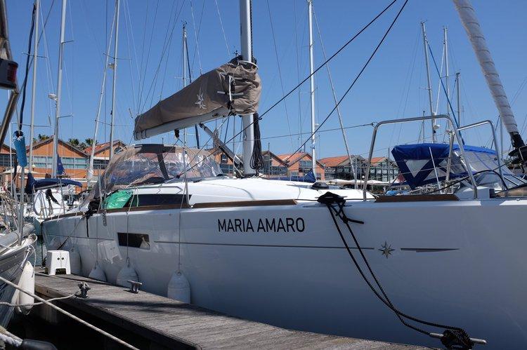 Cruiser boat rental in Doca de Santo Amaro, Portugal