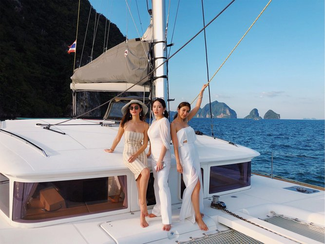Discover Phuket surroundings on this 400 Lagoon boat