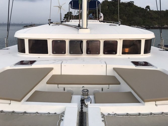 Lagoon boat for rent in Pattaya