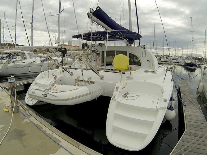 Discover Šibenik region surroundings on this Lagoon 380 S2 Lagoon-Bénéteau boat