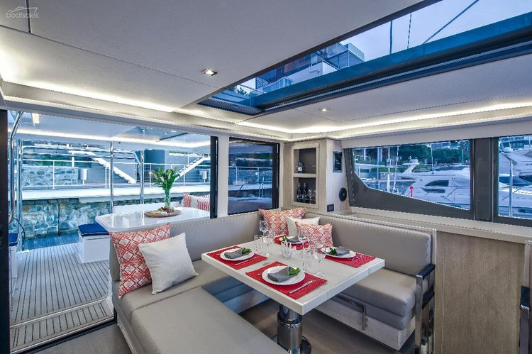 Discover Auckland surroundings on this 45 Leopard boat