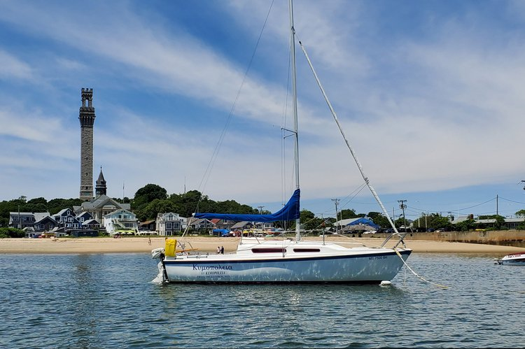 This 25.0' Macgregor Yachts cand take up to 6 passengers around Provincetown