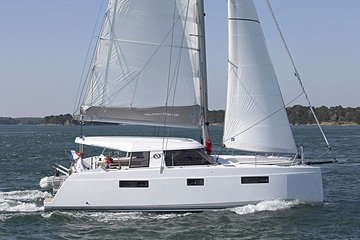 Experience sailing at its best on a this ca tamaran charter