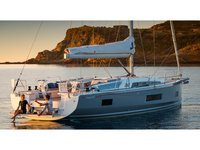 This sailboat charter is perfect to enjoy Athens
