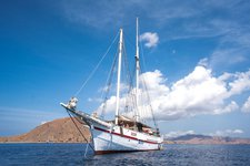 Sail the fascinating on a superb sail boat for rent