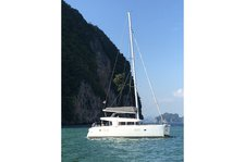 Experience sailing at its best on a this catamaran charter