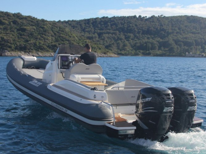 Take this  CLUBMAN 28 + Mercury 500  for a spin!