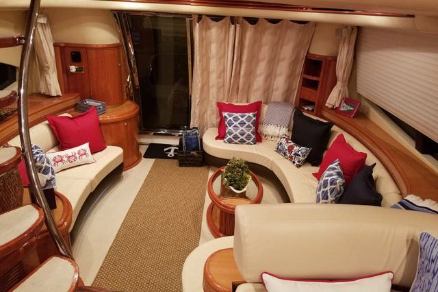 Discover Miami Beach surroundings on this 68' Azimut boat