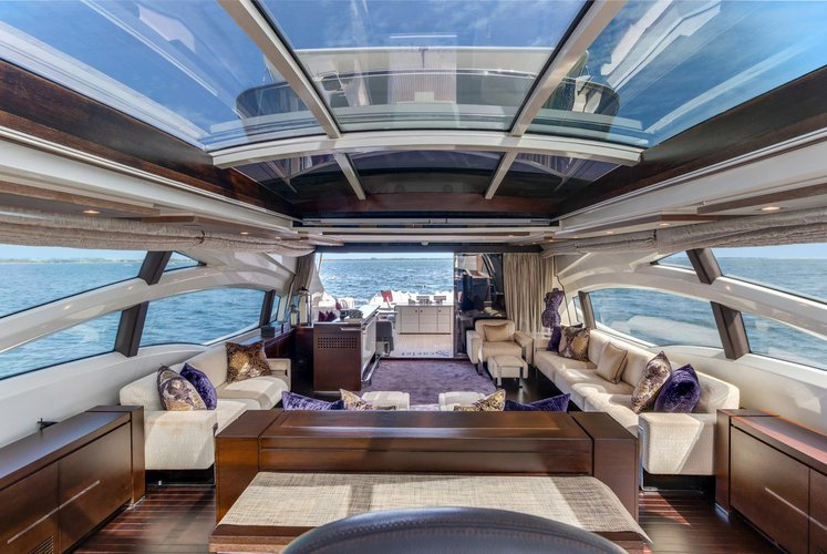 Discover MIAMI surroundings on this 103' Azimut boat
