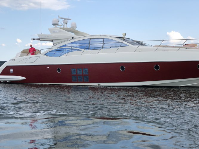 Up to 6 persons can enjoy a ride on this Azimut boat