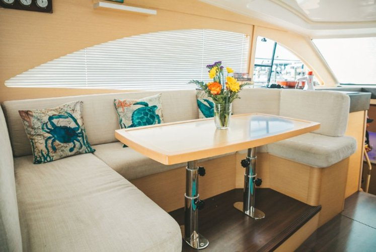 This 54.0' Beneteau cand take up to 12 passengers around Miami
