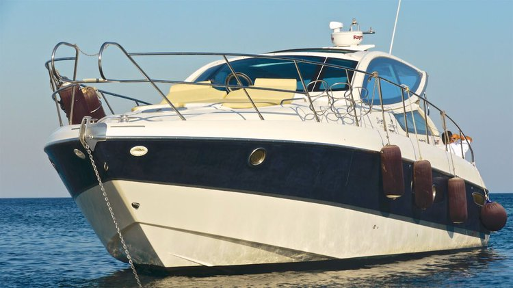 This 43.0' Cranchi cand take up to 12 passengers around Rhodes