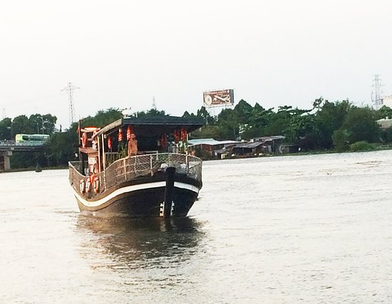This motor boat rental is perfect to enjoy Ho Chi Minh City